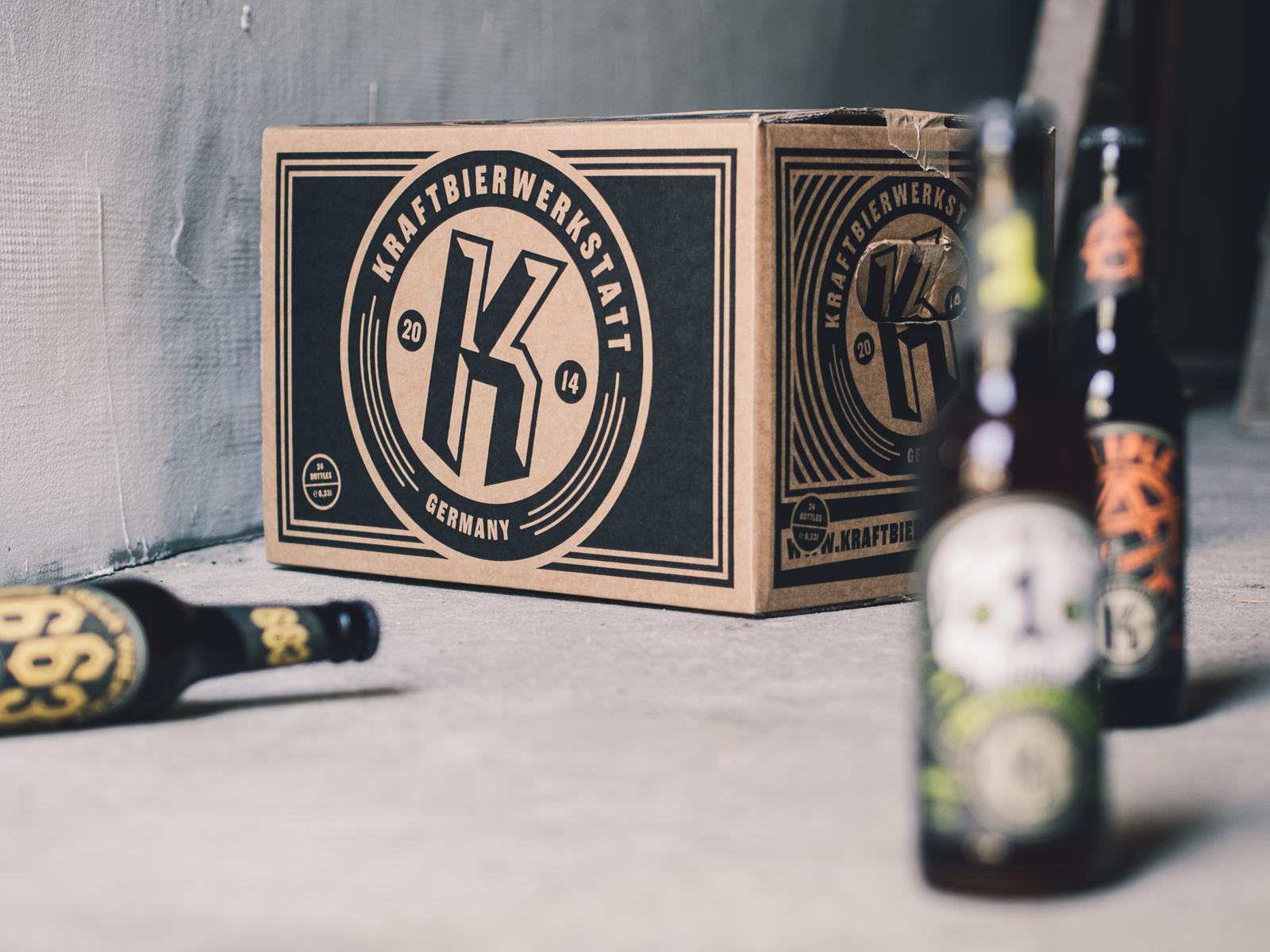 Man sieht eine Papp-Bierkiste der Craftbier-Brauerei