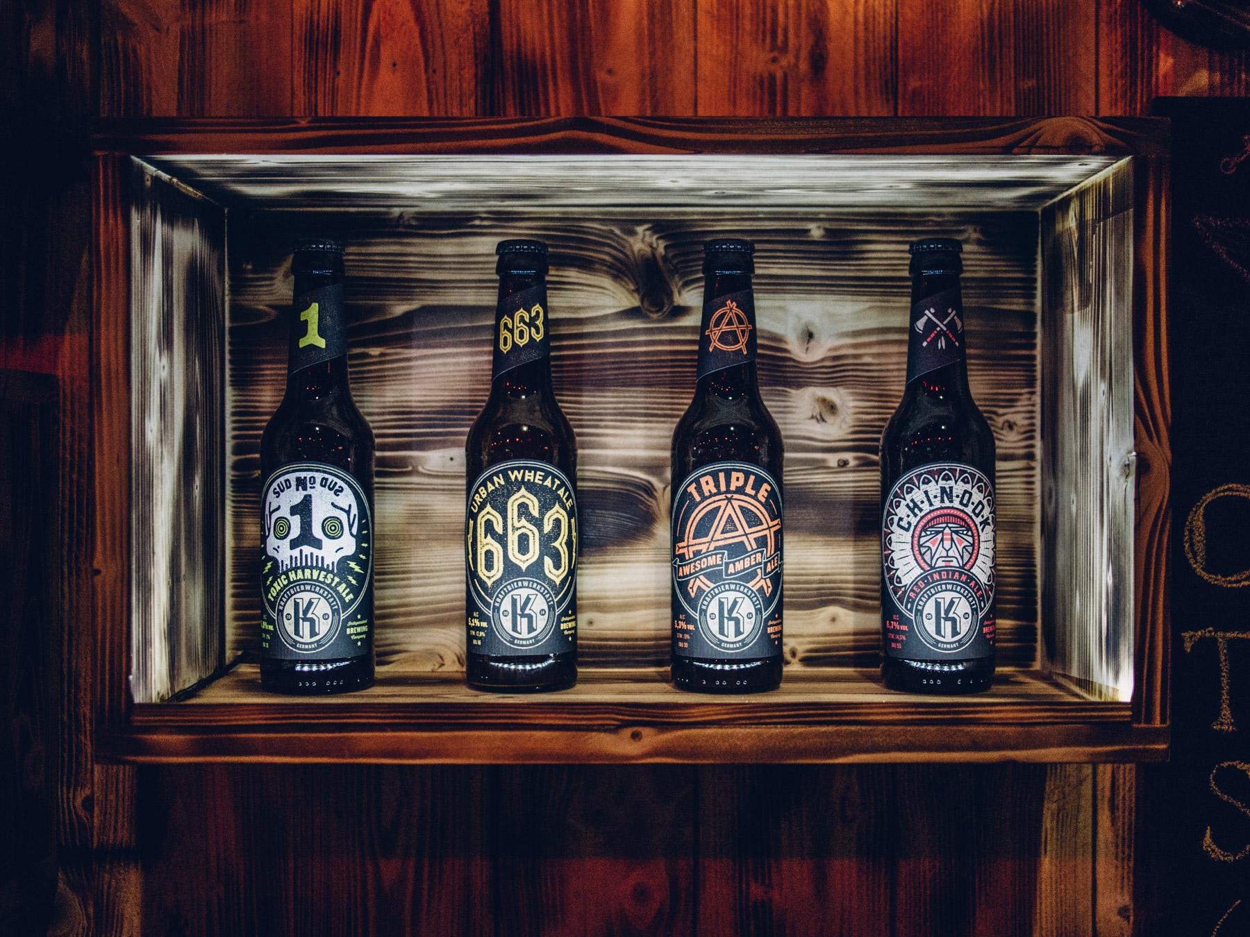 Man sieht die Flaschen aller 4 Biersorten der Craft-Bier-Brauerei