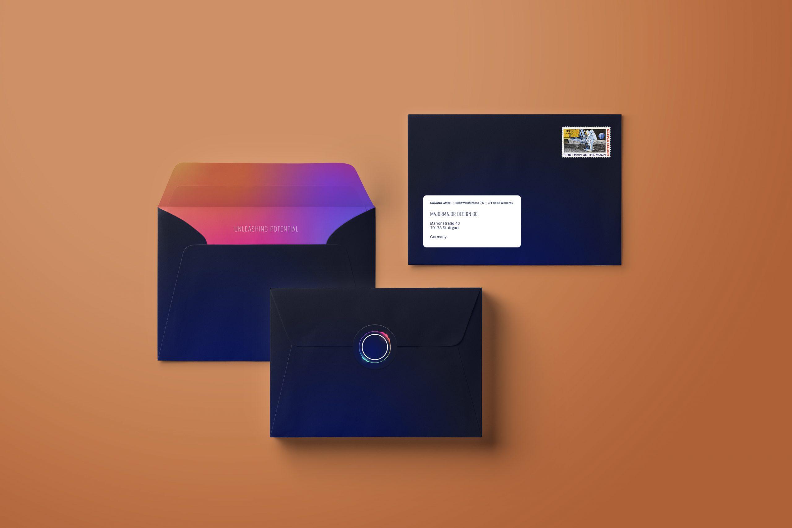 Man sieht das Kuvert der Geschäftsausstattung von Sagana, einer Impact Investment Beratung. das Design stammt von MAJORMAJOR.